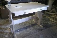 písací stolík